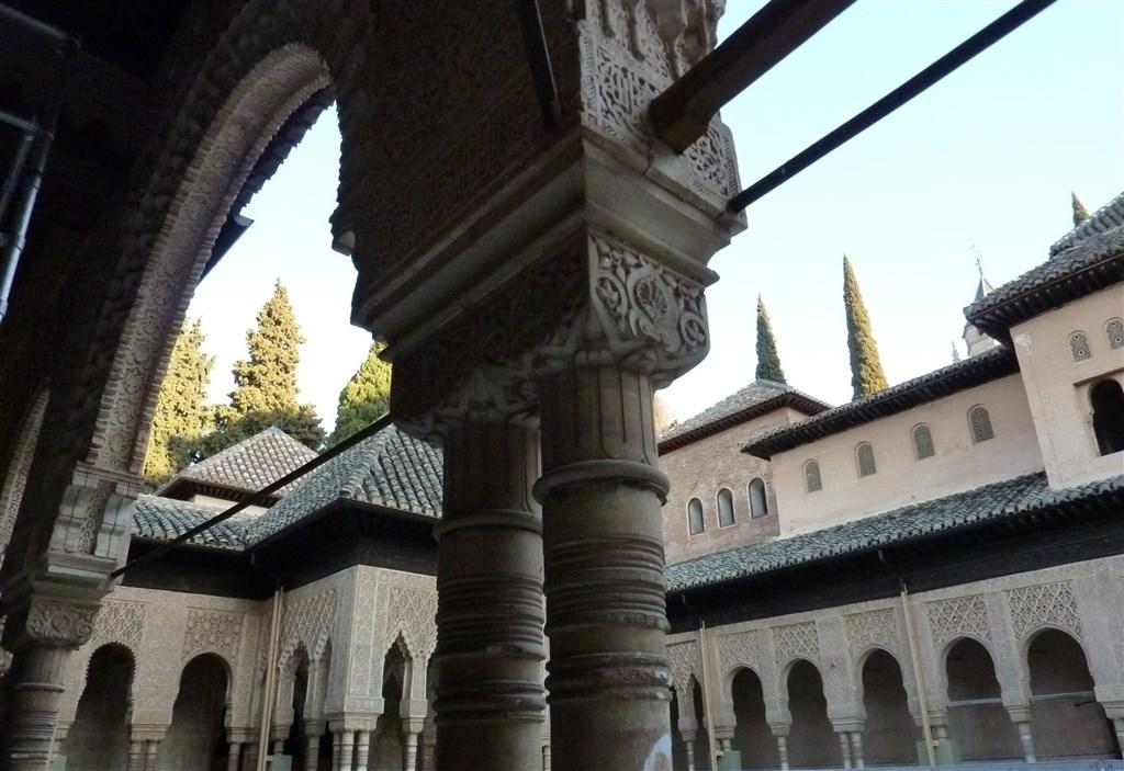 Poznávací zájezdy - Španělsko - Andalusie - Granada, Alhambra, Patio de los Leones, zde bylo centrum rodinného života sultána